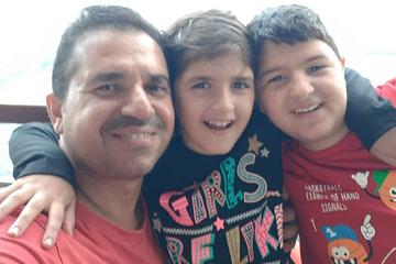 أنس من دمشق: خياط، أب عائلة، يهوى الطبخ
